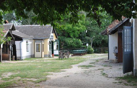 Gasthaus und Häuser im Dorfmuseum Mönchhof