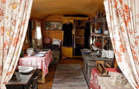 Eingerichteter Wohnwagen im Dorfmuseum Mönchhof