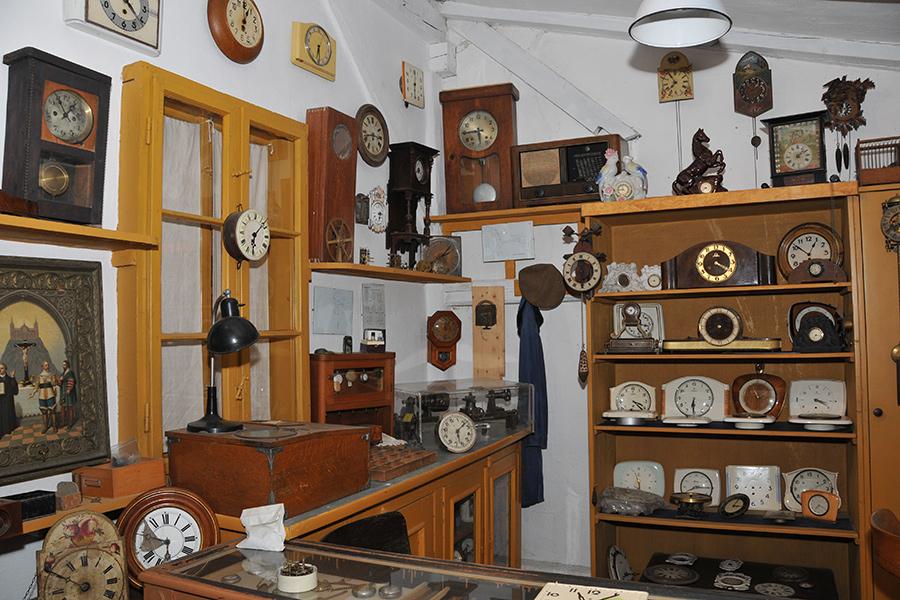 Uhrmacherwerkstatt im Dorfmuseum Mönchhof