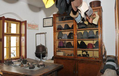 Hutmacher im Dorfmuseum Mönchhof